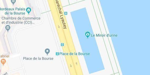 """Insolite : le miroir d'eau de Bordeaux renommé """"miroir d'urine"""" sur Google Maps !"""