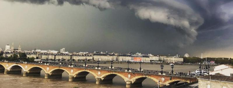 Orage à Bordeaux : les clichés spectaculaires des internautes